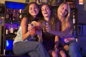 Jongeren in kroeg - jongeren drinken alchol - Tribune 71