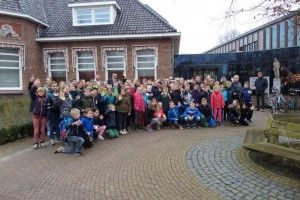 groepsfoto buiten burgemeesterbezoek
