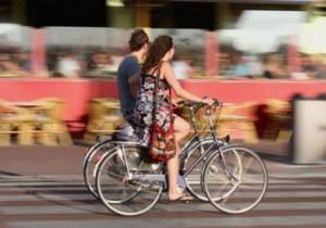 fietsende mensen